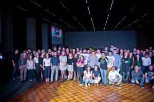 JCommerce fluo party - zdjęcie grupowe